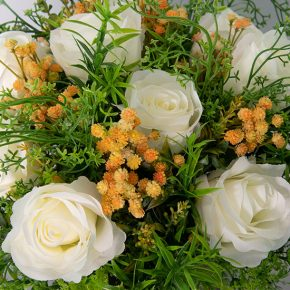 ivory-roses-with-gypsophila-in-a-glass-and-ceramic-urn-2