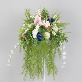pink-white-and-blue-flower-with-vines-cascading-center-piece-1